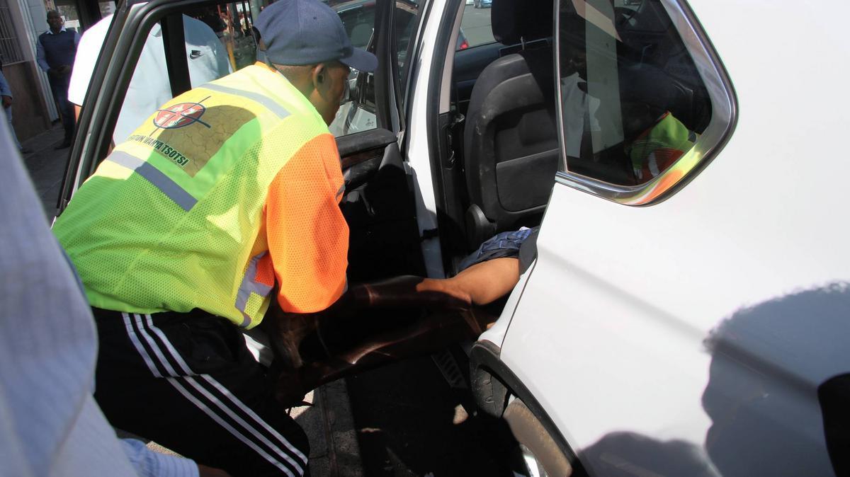 Auto-lock traps suspected car thief