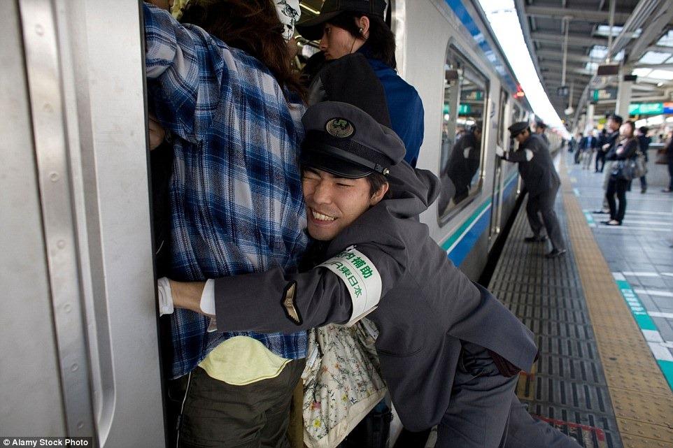 Толкатель в метро