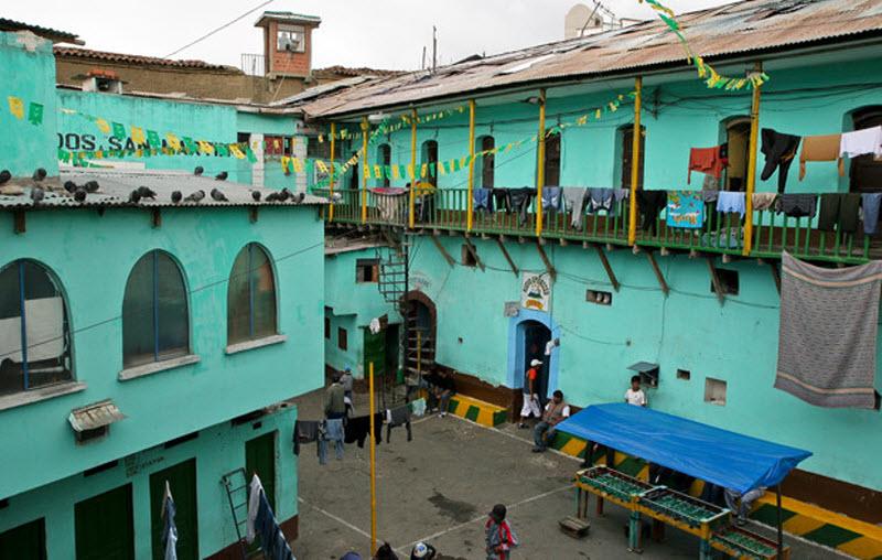 Тюрьма Сан-Педро, Боливия
