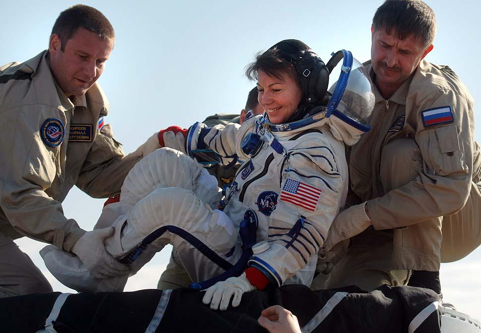 Возвращаясь-с-полета-астронавты-учатся-заново-ходит