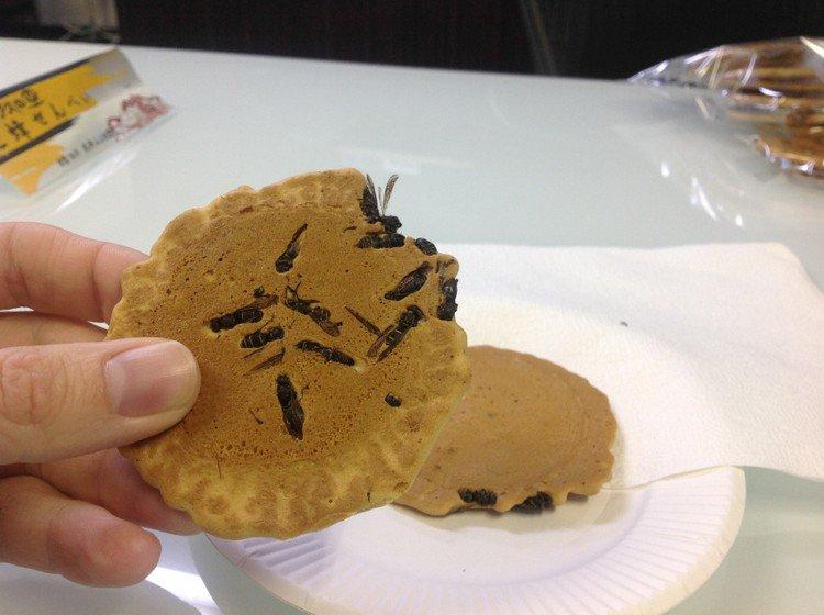 Крекеры с осами-Япония