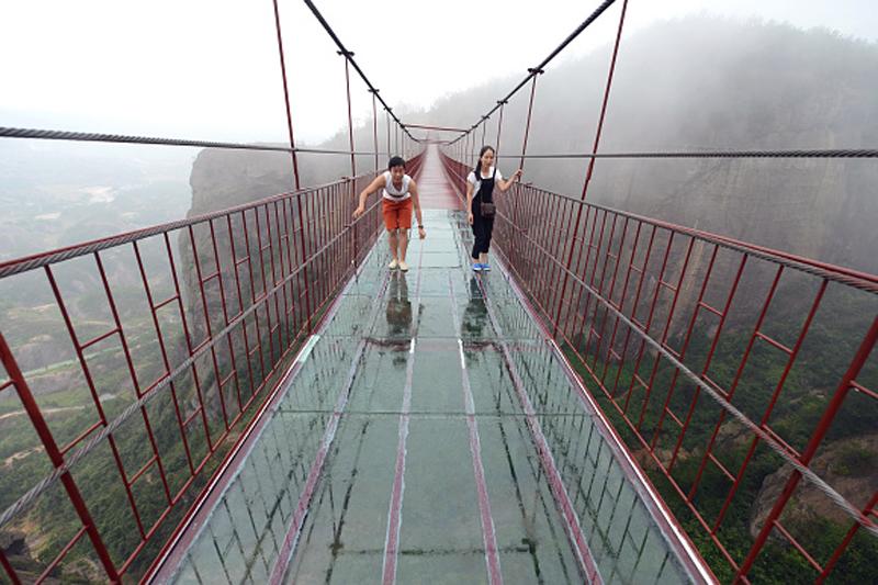 Мост храбрых мужчин, Китай