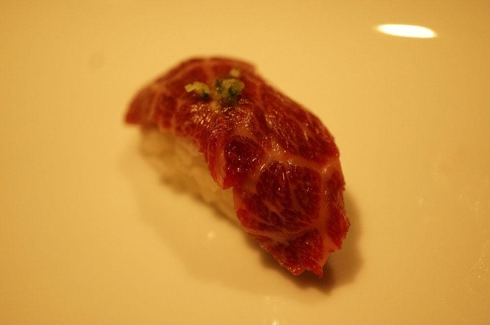 Мясо Цветущей Вишни-Япония