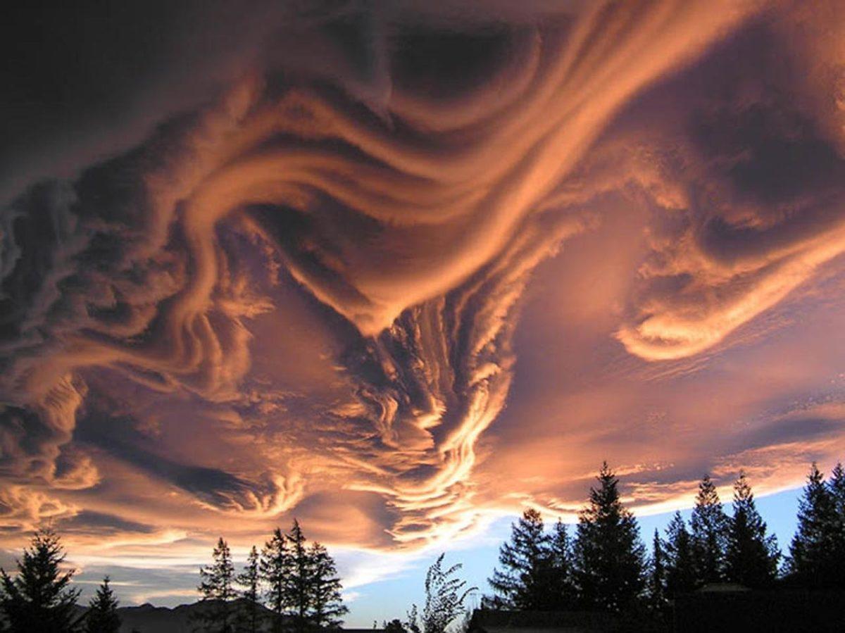 Asperatus облака над Ханмер Спрингс, Кентербери, Новая Зеландия в 2005 году.