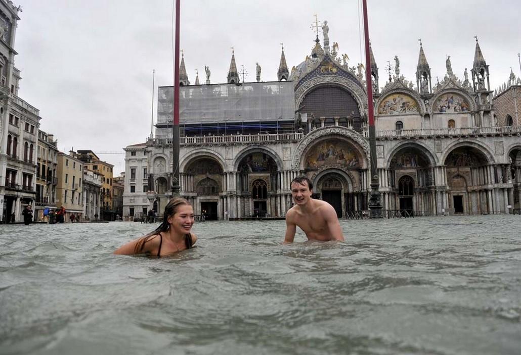 Купание-в-каналах-Венеция