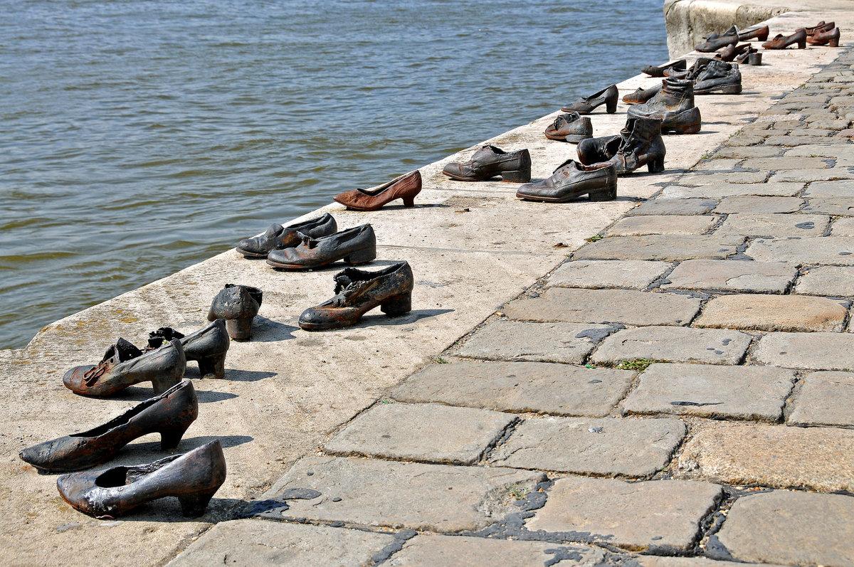 Обувь на набережной Дуная, Gyula Power, Будапешт, Венгрия