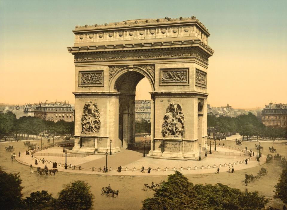 Посмотреть Триумфальную арку