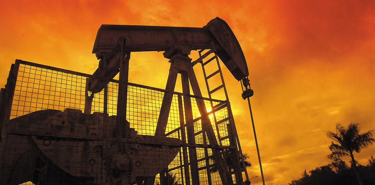 Бруней в основном зависит от нефти и газа