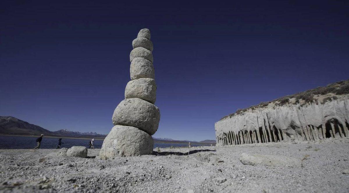 Гигантские колонны озера Кроули, в Калифорнии