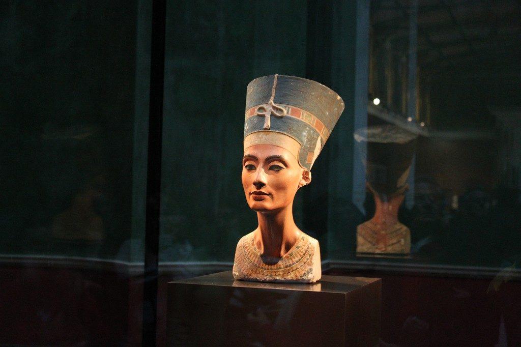 Нефертити Могла Умереть От Чумы