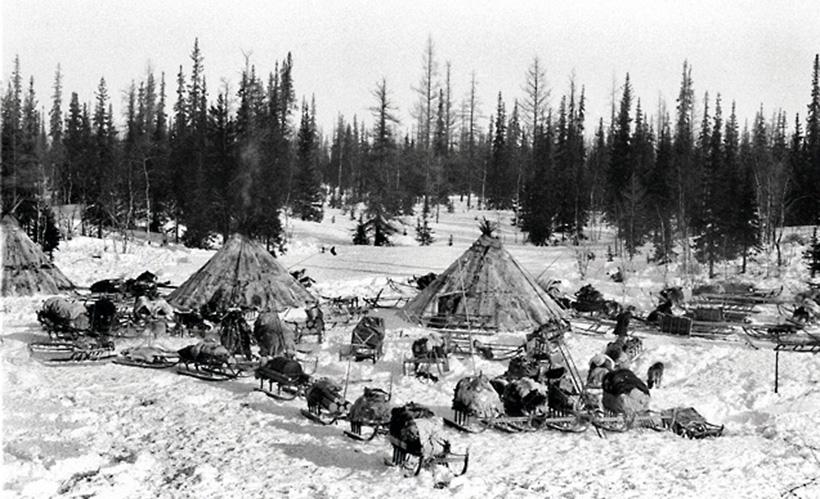 Деревня Инуитов возле озера Анджикуни, Канада