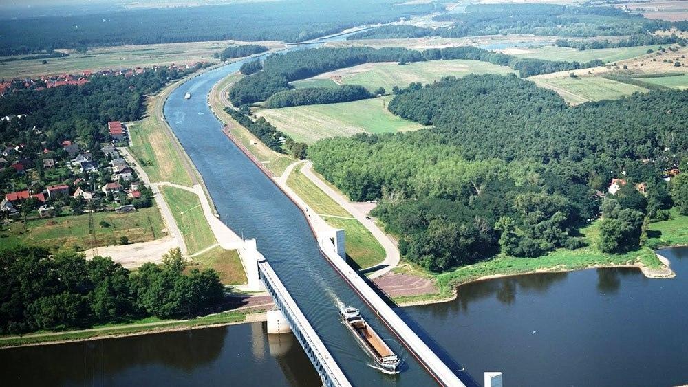 Германия построила водные мосты на реке Эльба