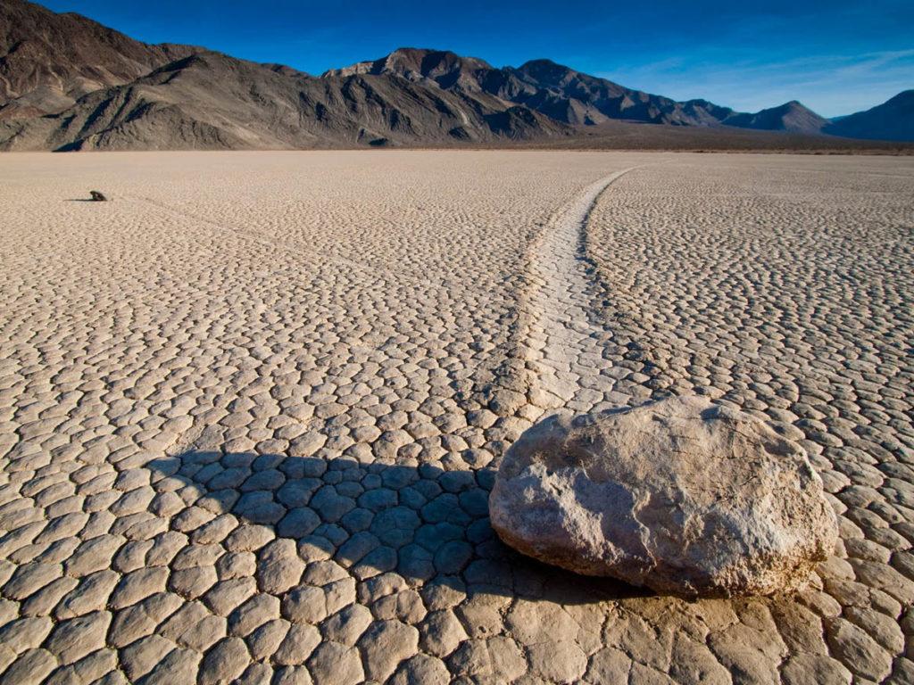 Парусные камни