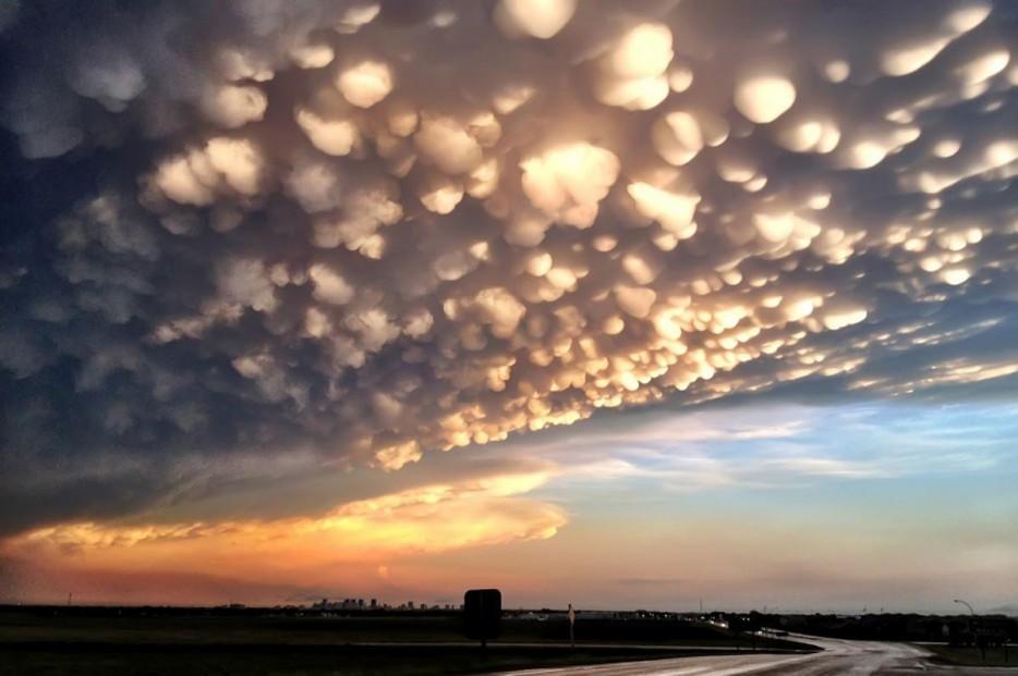 Mammatus, или вымеобразные облака