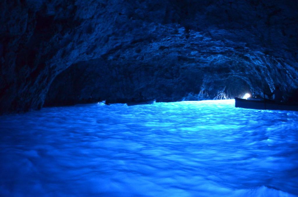 Голубая пещера на острове Капри