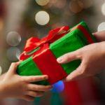 Традиции дарения подарков по всему миру