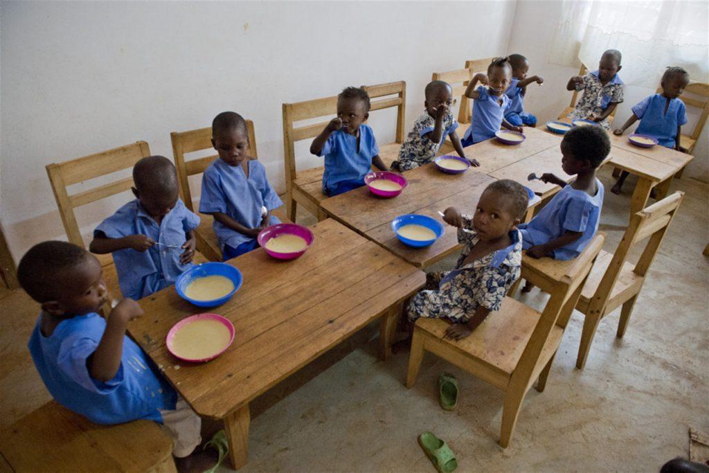 Буркина-Фасо (Западная Африка) школьный обед