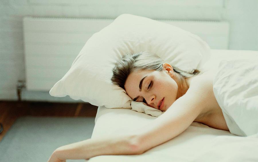 В Великобритании треть людей спят голыми