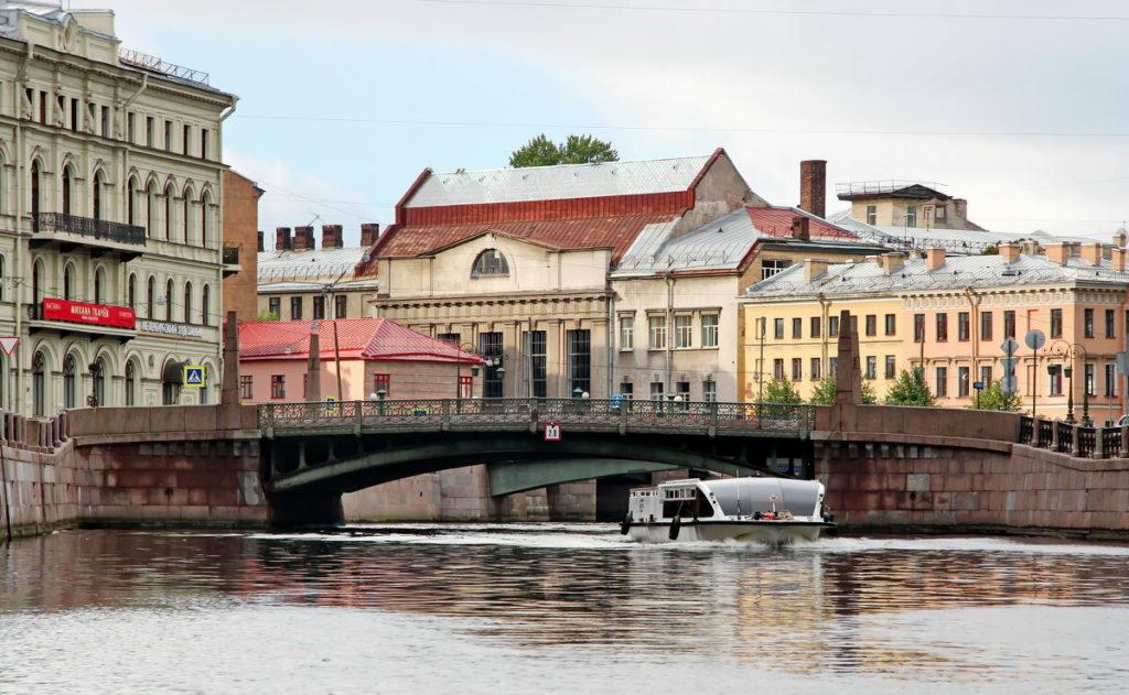 Пересечь мост Поцелуев (Поцелуев мост)