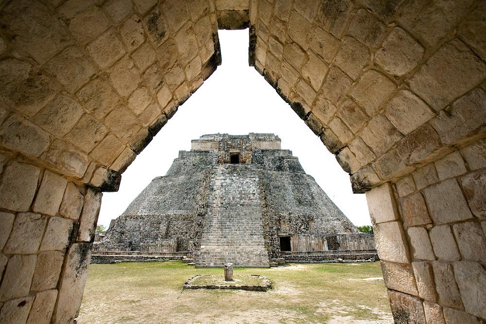 Пирамида Мага, Ушмаль