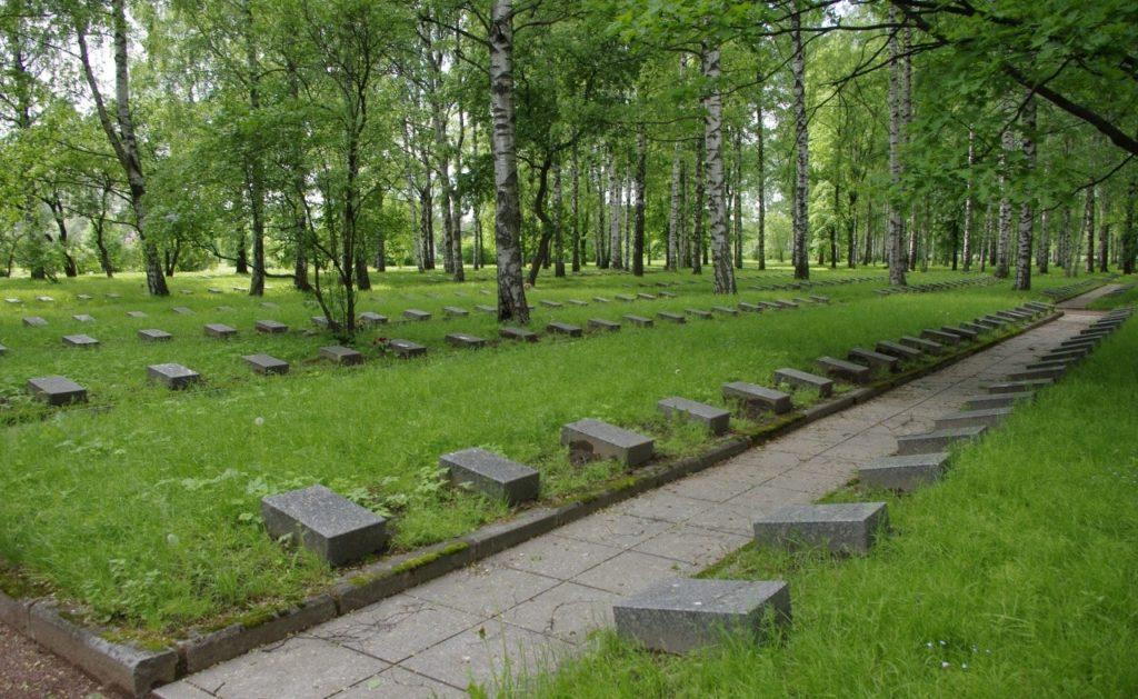 Почтить минутой молчания Пискаревское кладбище
