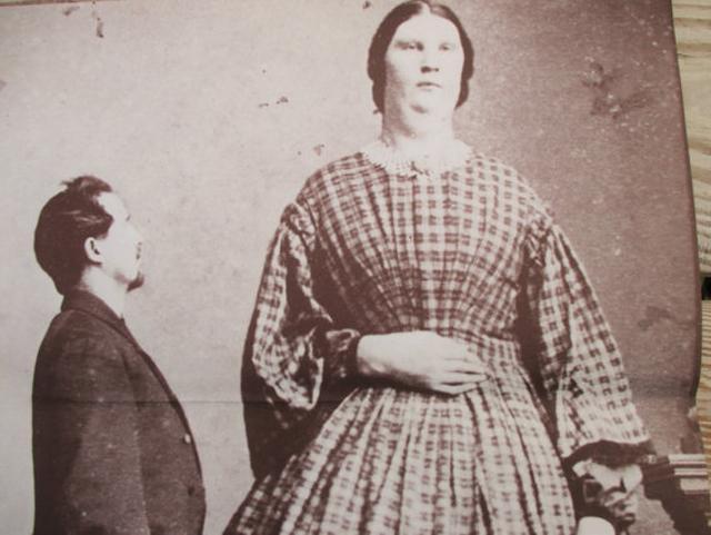 Анна Хайнинг Бейтс (241 см)