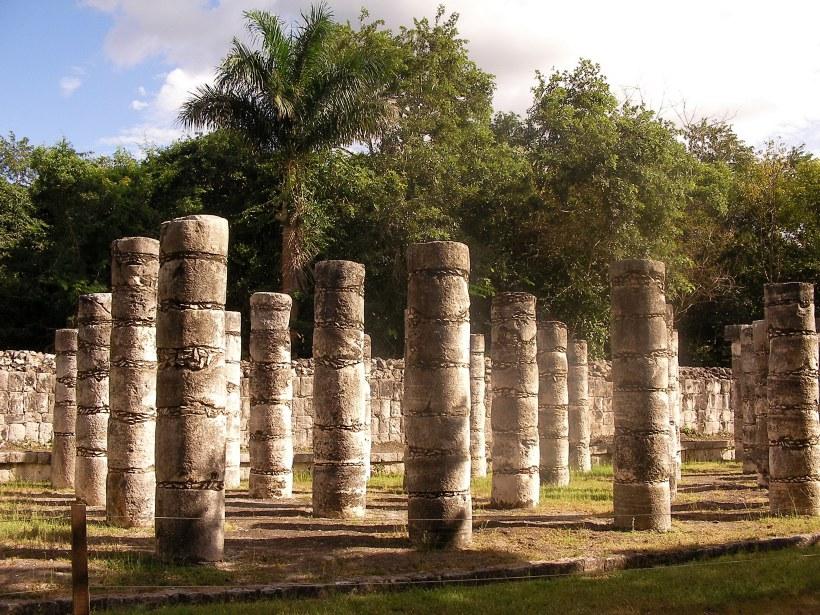 Площадь тысячи колонн