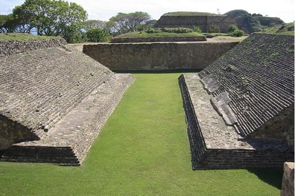 Стадион для мезоамериканской игры в мяч
