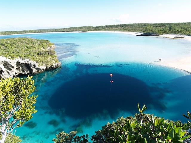 Вторая по глубине голубая дыра в мире