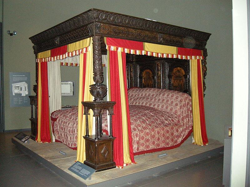 большая кровать Уэра
