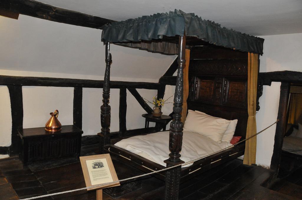 кровать Шекспира