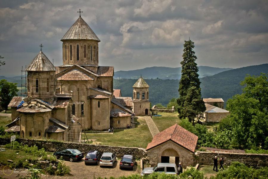 Монастырь Гелати, монастырь в Грузии