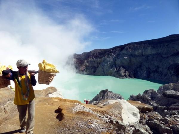 Вулкан Иджен, Индонезия