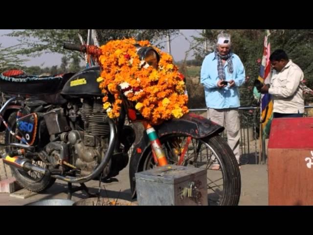 Памятник мотоциклу в Индии