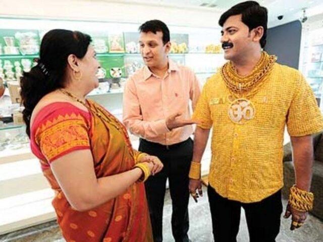 Рубашка из чистого золота в Индии
