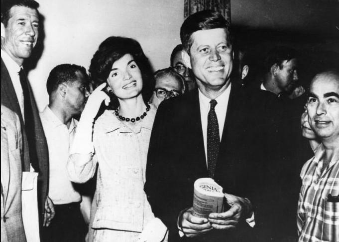 Кеннеди тайно жертвовал свою зарплату на благотворительность