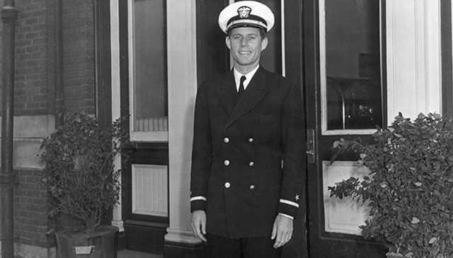 Кеннеди не допускали к военной службе