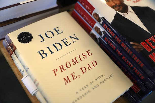 Джо Байден опубликовал два мемуара