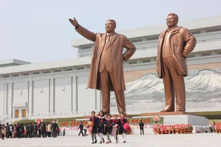 статуи в Северной Корее