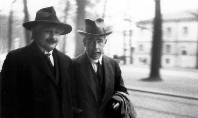 Альберт Эйнштейн и Нильс Бор