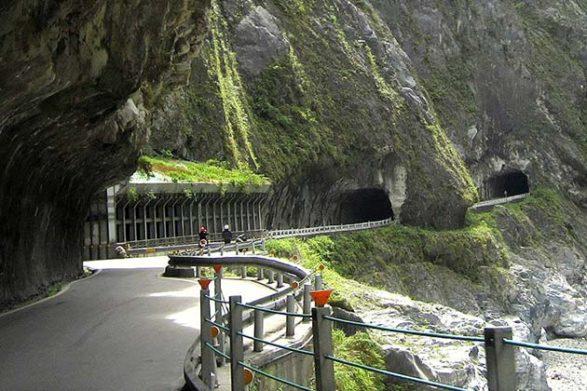 Дорога в ущелье Тароко