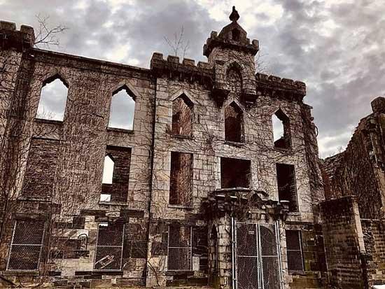 Руины больницы для больных оспой на острове Рузвельта