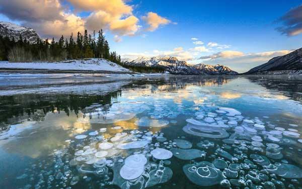 Озеро Абрахам в округе Клируотер, Альберта, Канада
