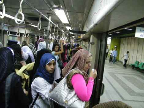 Женский вагон в метро Каира