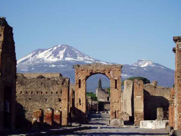 Экскурсия по руинам Помпеи и Везувию