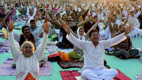 «Смехотерапия» в Индии