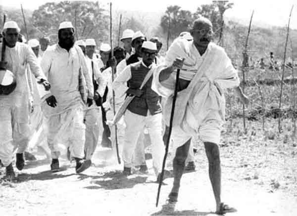 """""""Соляной поход"""" в Индии под руководством Махатмы Ганди"""