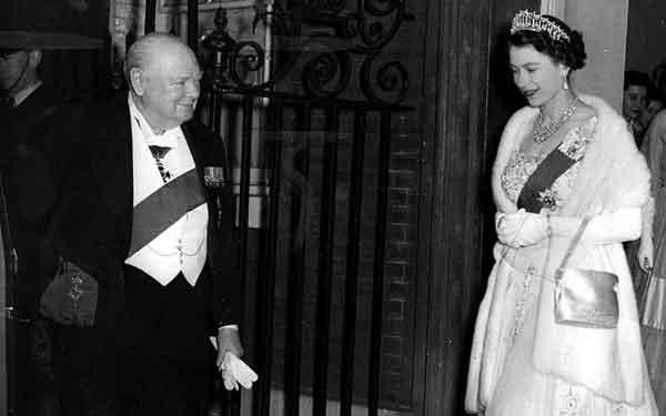 Черчиль и королева Британии