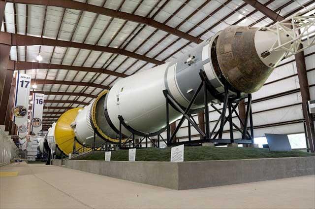"""Гигантская ракета """"Сатурн-V"""" для миссии """"Аполлон-4"""""""