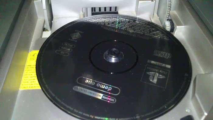 У Playstation 1 был черный диск